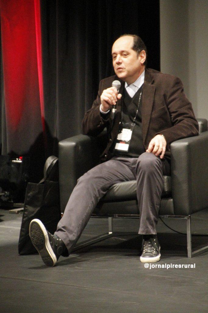 """Eugênio Bucci: """"A imprensa é um discurso interminável, é fluxo discursivo que não tem final"""""""
