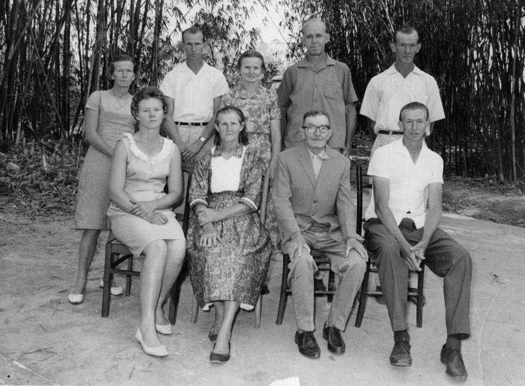 Gustavo Jürgensen e Bertha Greve Jürgensen sentados ao centro, rodeado pelos filhos Lúcia, Bruno, Mathilde, Frederico e Alfredo, sentados Maria e José