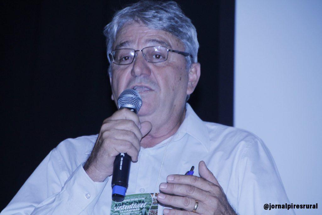 Antônio Bizão, engenheiro agrônomo, com 20 anos de pesquisa em rochagem
