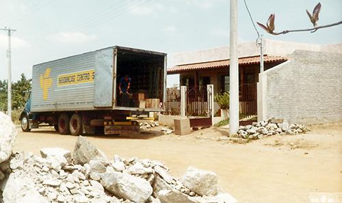 Arrumando o caminhão de mudança para Limeira