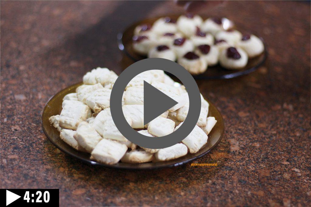 Fazendo os biscoitos do polvilho de araruta - Clique e Assista