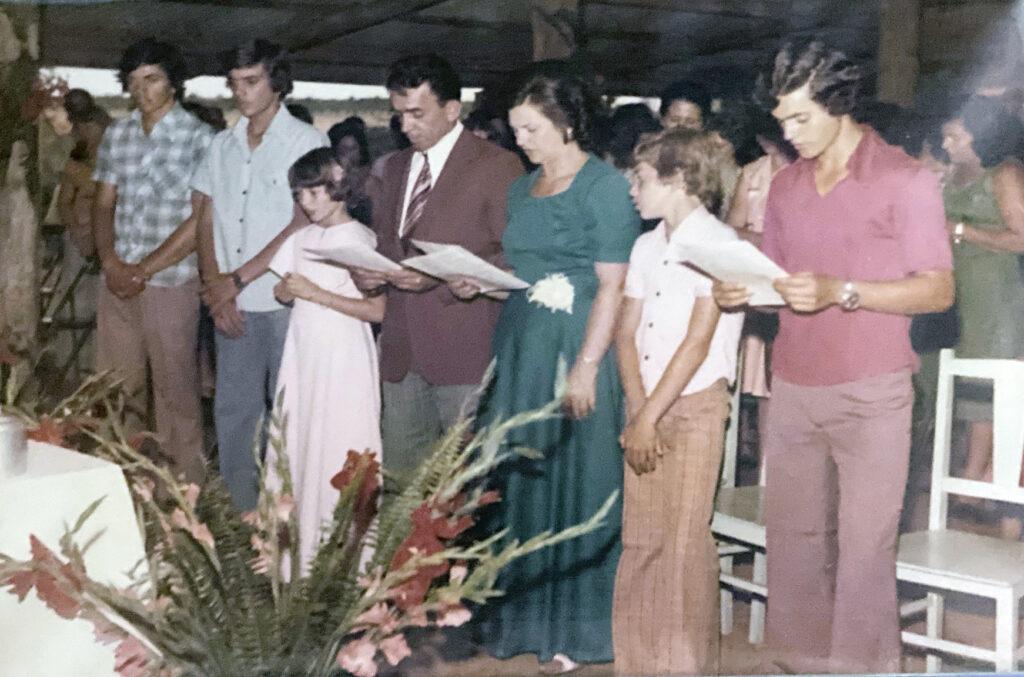 Bodas de Prata com os filhos, José, João, a afilhada Célia Fischer, o casal, Matias e Antônio Carlos