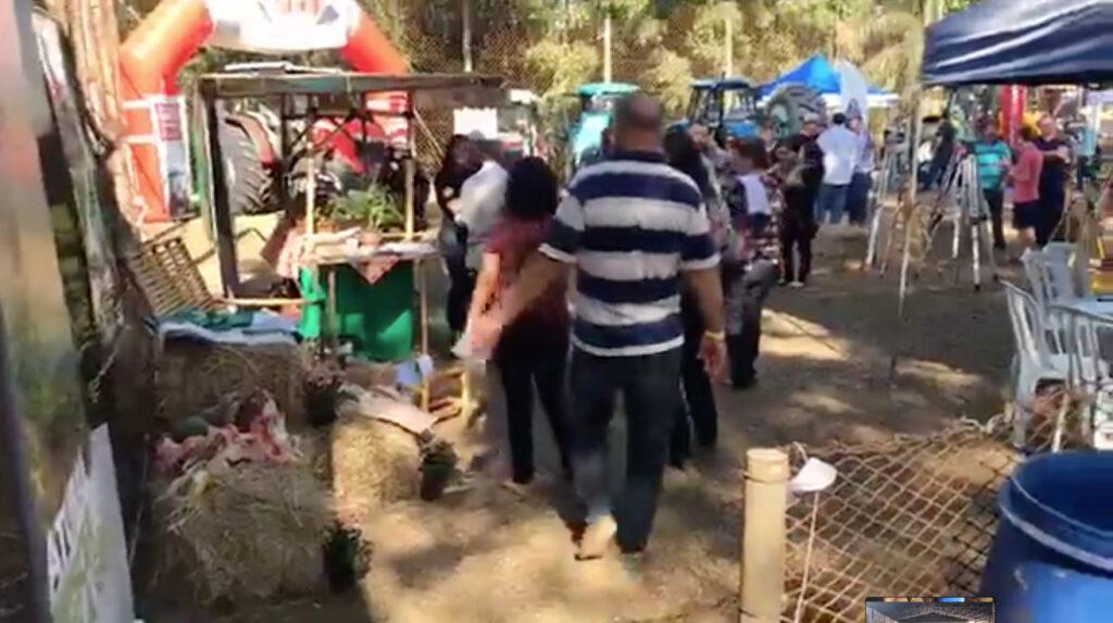 Agricultores participam da primeira festa do agricultor, realizada no Bairro dos Pires