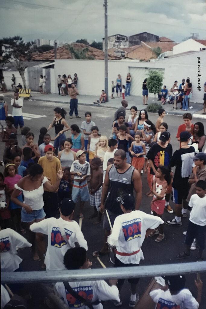 Além de participar do Carnaval, a Lobo de Prata organiza festas beneficentes para a comunidade.