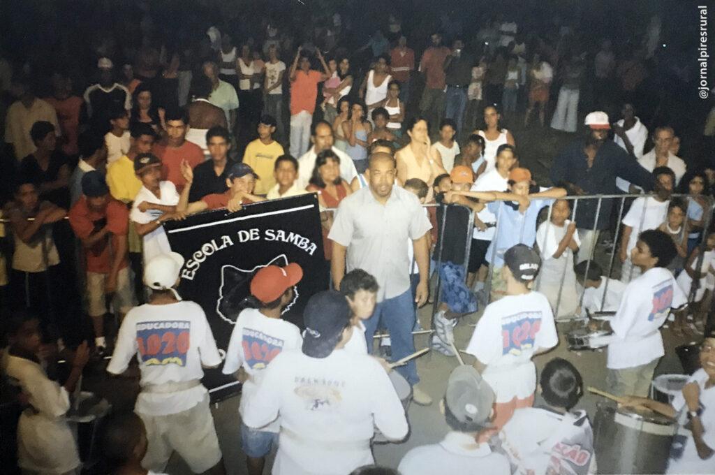 Desfile da escola de samba Lobo de Prata, em Limeira, no ano de 2004